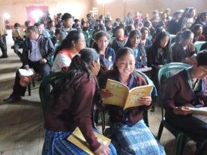 Estudiantes de la Comunidad de San Vicente Buenabaj han sido beneficiados con la entrega de la Crónica
