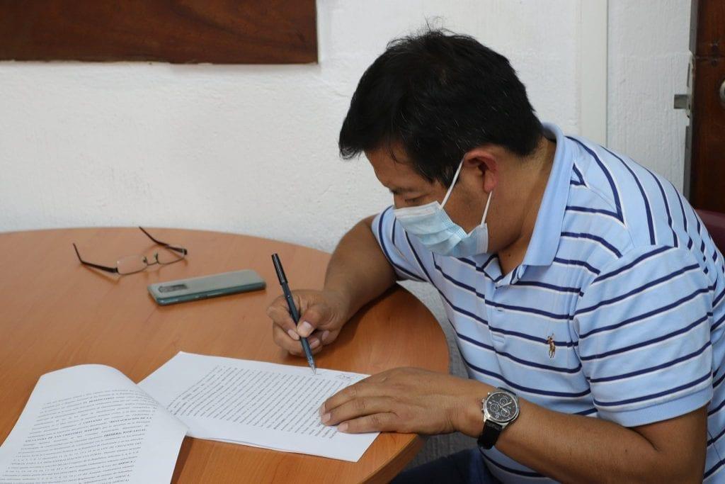 Firma de convenios de proyectos aprobados para recibir aporte económico.